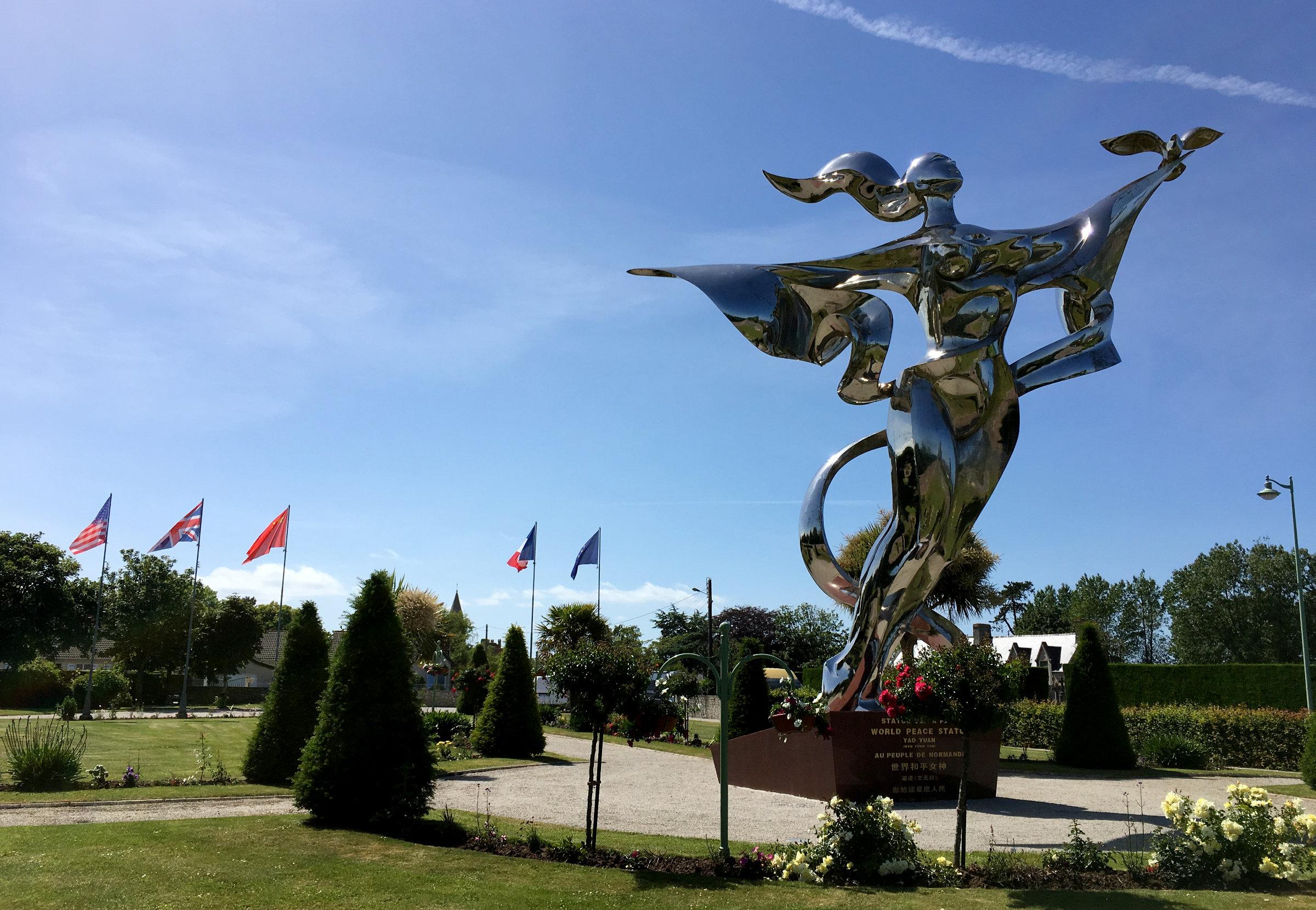 Normandie Landungsstrände Weltfriedenstatue